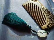 天然绿檀木梅花雕刻梳子高档防静电防脱发送女友送妈妈礼物