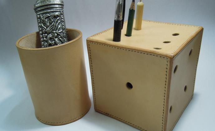 进口植鞣革个性骰子笔筒两件套