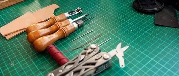 【手工皮革基础】如何手缝两块粘贴好的皮料?