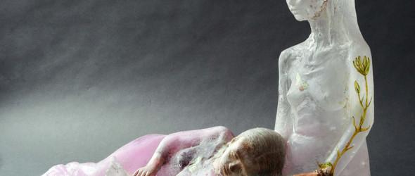 看不见的灵魂,她以诡异而纯真的玻璃雕塑来表达 | Christina Bothwell