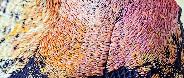 俄罗斯刺绣艺人 Lisa Smirnova 使用刺绣与颜料展现艺术家在家创作的场景