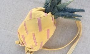 假期的小手工,给女娃做的菠萝背