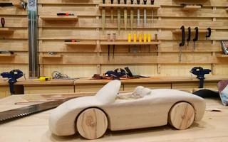 如何手工制作一辆实木小汽车跑车
