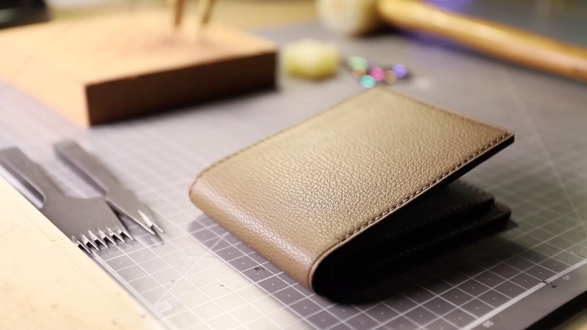 手工皮具DIY制作教程:经典对折钱夹