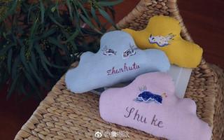手工刺绣 海兔 云朵抱枕