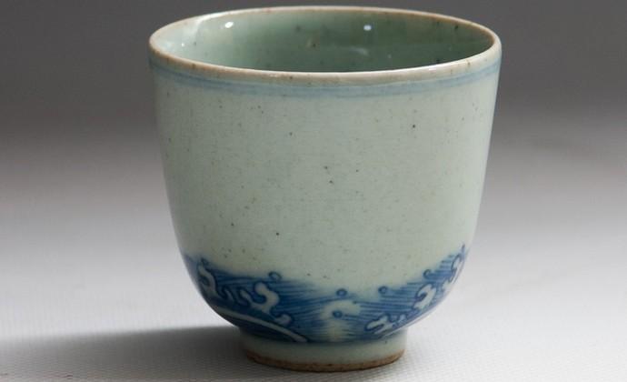 草木灰釉仿古手绘青花海水品茗杯
