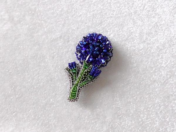 手工珠绣视频教程:手绣一枚湛蓝的矢车菊珠绣胸针