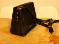 黑色植鞣皮马蹄包
