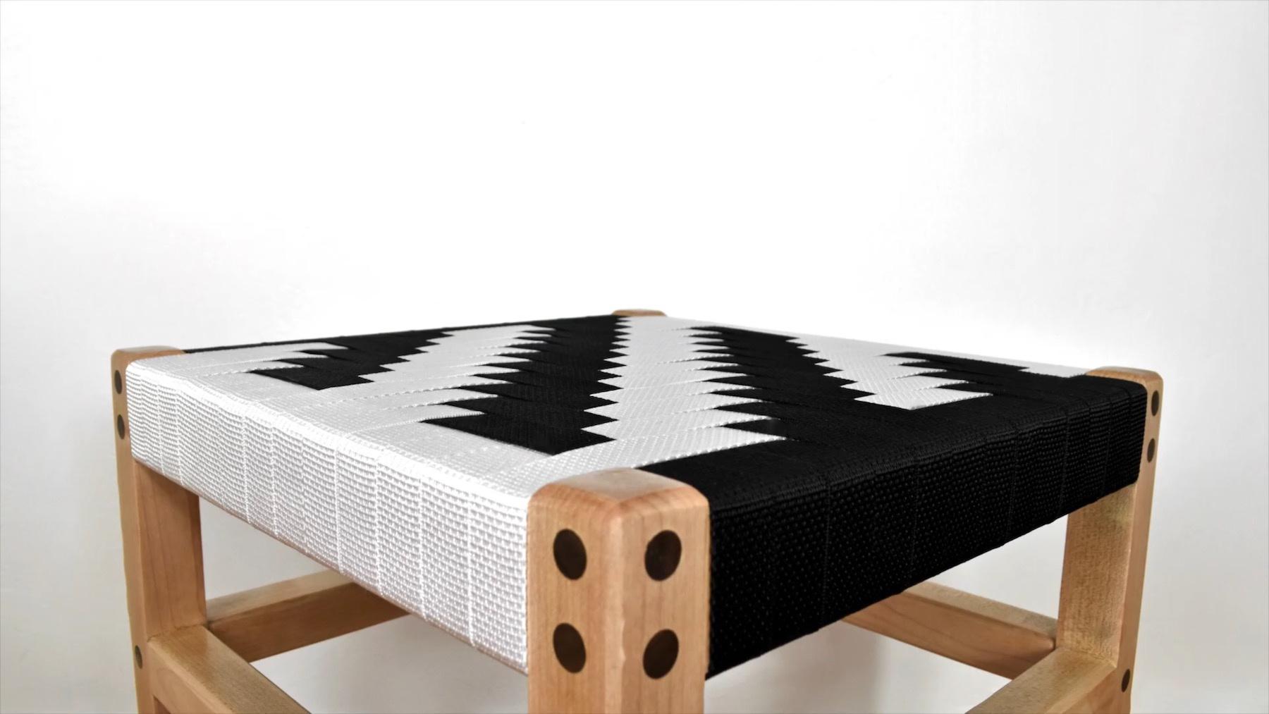硬木方凳DIY制作教程:黑白尼龙织带编织凳面的实木凳子