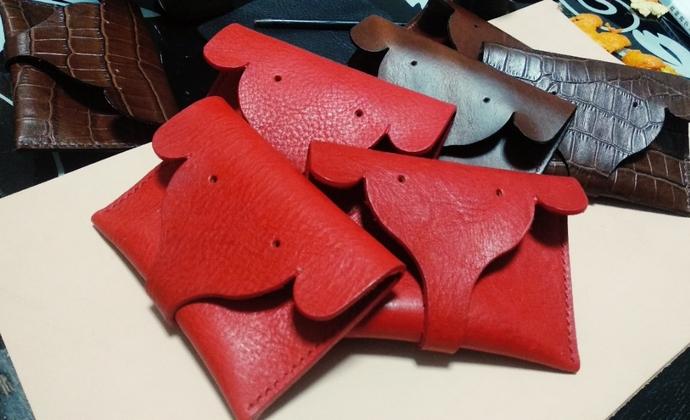 日韩风 小象卡包 零钱包 红色是托斯卡纳摔纹,棕色是油蜡皮。