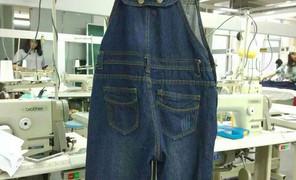 新背带裤改的双肩包