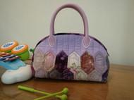 紫色绚烂贝壳包