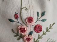 棒球帽上盛开的玫瑰