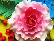 粘土装饰画:花丛中的女孩
