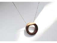 原创手工檀木吊坠。弦月。礼物。