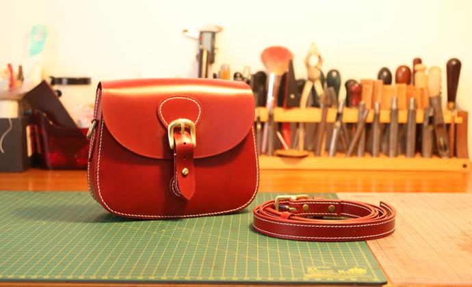 不期而遇UNFORSEEN丨手工红色小挎包 真皮包包 简约复古马鞍包