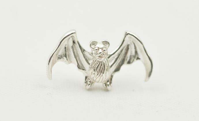 偶屿925纯银蝙蝠胸针