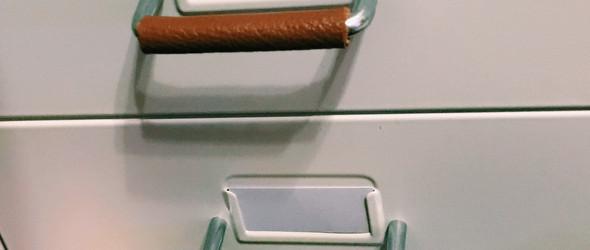 闲来无事把小工具柜抽屉也裹上了皮子 手不会凉啦 不过就是差一个颜色就可以召唤神龙了是不