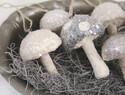 用棉花完成的闪亮蘑菇挂件~!