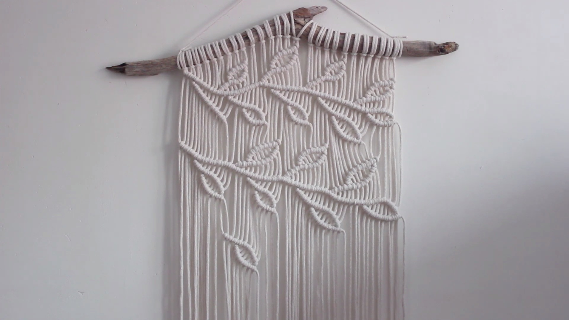DIY Macrame结绳挂毯:简单而美观的藤蔓造型挂毯
