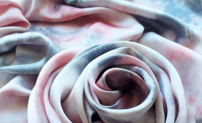 三两枝草木染丝巾——花海