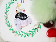 森林系刺绣花环少女PU皮白色斜跨口金包珍珠头口金古铜色夹子包绿色獭兔毛球包包挂饰羊毛毡蘑菇配饰