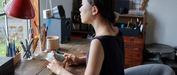 金缮,无意间的选择,却改变了一切 | 日本漆器作家与金缮修复师河井菜摘的生活与创作