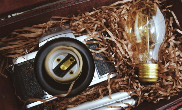 一份为你准备的惊喜——纯手工改造钨丝灯泡复古胶片相机灯