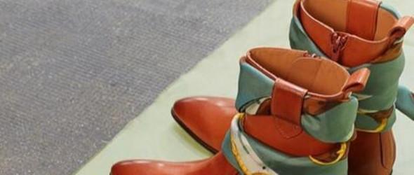 川朴分享 |  Maison Margiela - 把丝巾戴在短靴上