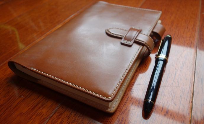恋恋笔记本 --- 驼色蜡引枥木鞍革笔记本(庄生作品)