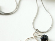 簡約S造型瑪瑙珠墬飾