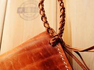 意大利植鞣革手染插锁编织带随身腰包 皮革工艺内款