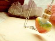 七彩色爱心彩虹系项链