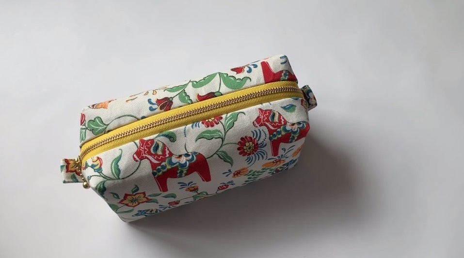 布艺视频教程:如何缝制拉链化妆包 /How to sew a zipper box pouch