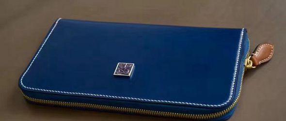 这是一次做过最棒的手工皮具定制,用珠宝做一颗logo