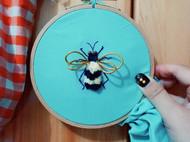 刺绣「蜂」