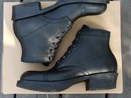 黑色工装靴