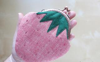 DIY布艺图解教程:自制可爱草莓造型的口金包