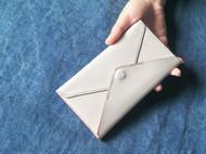 手工铅白色植鞣皮手拿信封包