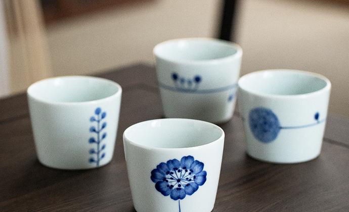 蓝白相间的滨陶・白景系列茶杯/咖啡杯