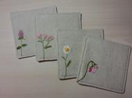 初玩刺绣的小成品——花朵杯垫