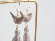 teatime  摩卡色的优雅小鸟  淡灰流苏 耳环耳夹