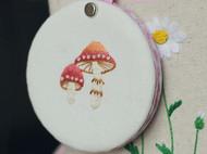 挂饰刺绣小镜子——蘑菇