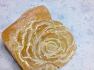 琥珀雕刻牡丹花