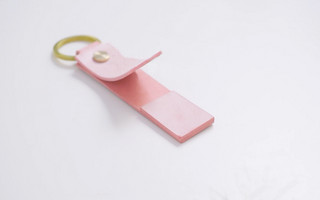 手工皮具教程 | 皮革创意懒人桌面便携手机支架钥匙扣