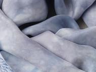 小镇微雨。灰蓝色的植物染丝巾