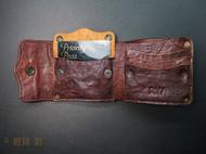 非常复古的外观,极度做旧的质感,可以永远带在身上的一只皮夹