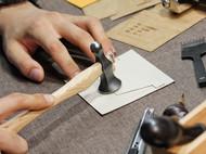 手工皮具 |。一只蛋黄配色的三折竖款短夹制作过程