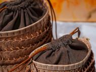 ♦ 《琼琚》水桶包,将中国甲胄传统文化与皮具箱包结合。