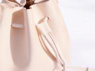 特能装的一筐水桶包丨手工原色植鞣皮